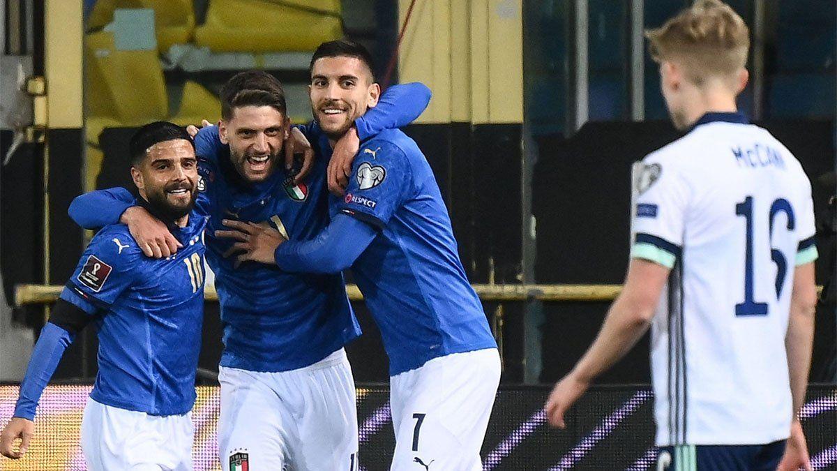 Italia venció a Irlanda del Norte en su debut en las eliminatorias