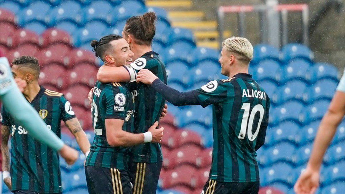 Leeds United goleó y pelea por un lugar en la Europa League