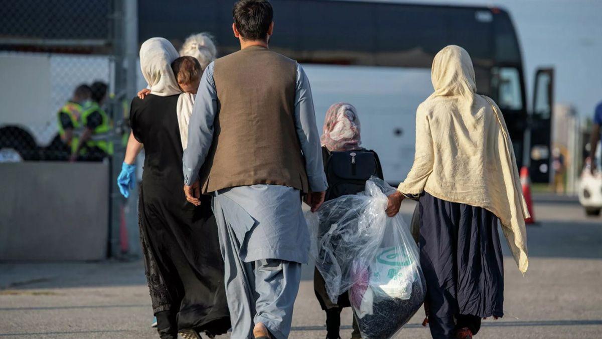 A traves de un trabajo conjunto a una organización no gubernamental, Chile recibió a los primeros refugiados afganos que huyeron del país a partir de la llegada al poder de los talibanes