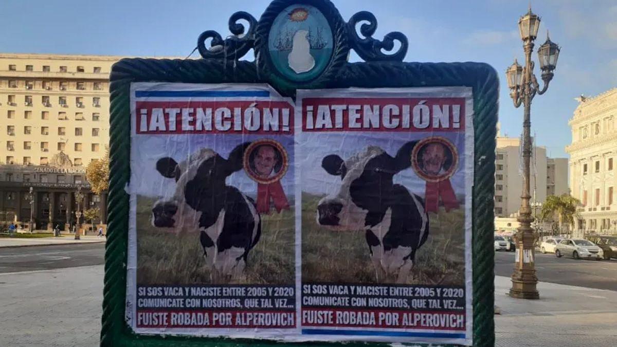 En las últimas semanas aparecieron carteles denunciando a José Alperovich y su familia por el robo de ganado.