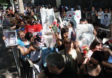 Más de 40 mil personas despidieron a Sandro en el Congreso