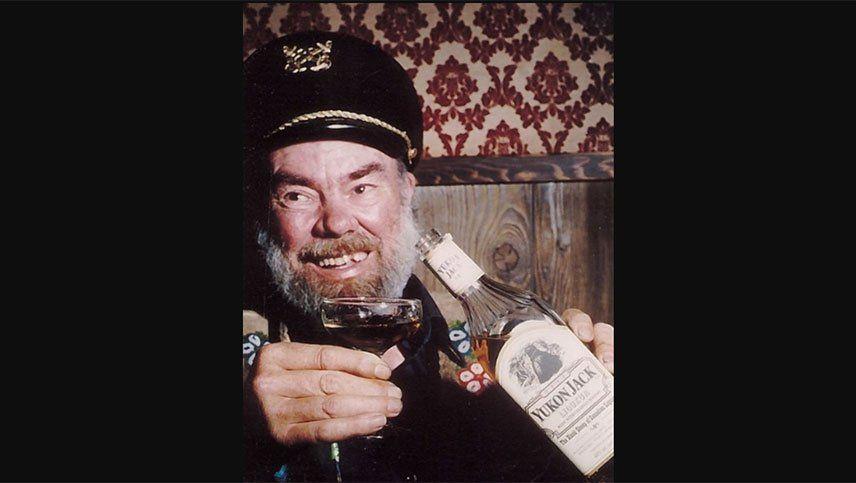 Sensación por un cóctel de whisky preparado con un dedo humano
