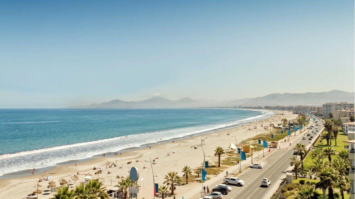 La vista masiva de turistas capitalinos en ciudades como La Serena tuvo como consecuencia el aumento de casos de coronavirus y el retorno a la Fase 1 en 23 comunas chilenas.