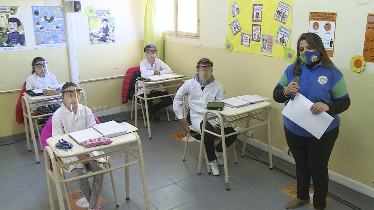 Ctera solicitó al Ministerio de Educación la suspensión temporal de las clases presenciales en donde el aumento de casos ha sido exponencial.