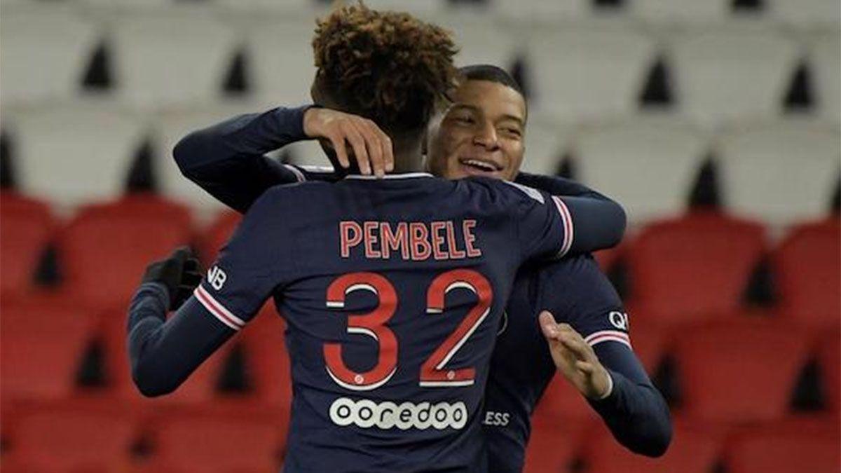 PSG, con Di María, goleó a Estrasburgo y quedó cerca de los punteros