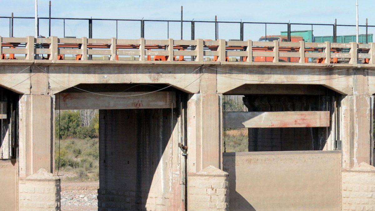 Un hombre fue arrastrado por la corriente del río Mendoza y murió en el dique Cipolletti.