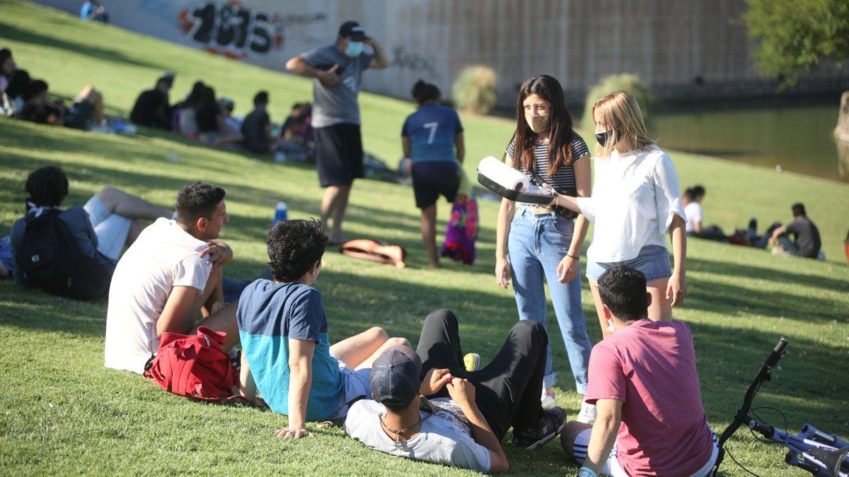 Mendoza permitirá las reuniones de 15 personas al aire libre