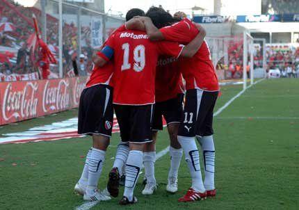 Independiente venció a Racing con polémica y lo festejó como un título