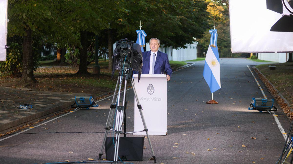 En su última aparición pública el presidente Alberto Fernández dio un mensaje grabado al aire libre.