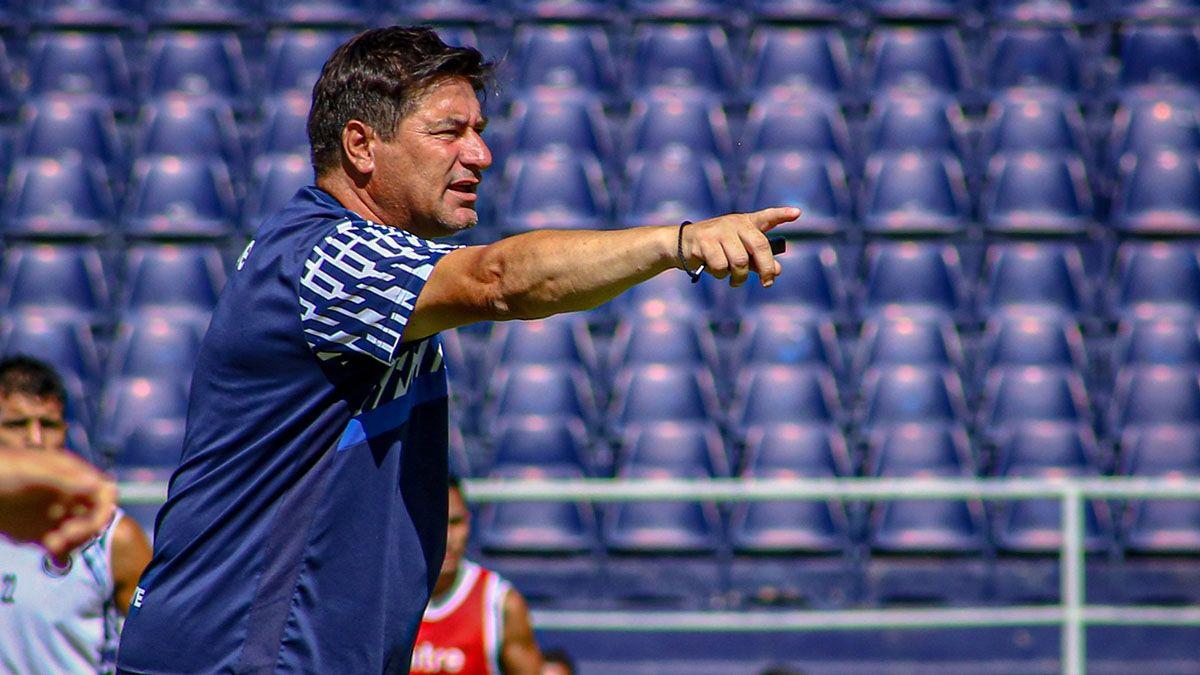 Marcelo Straccia tiene el once para jugar ante Nueva Chicago.