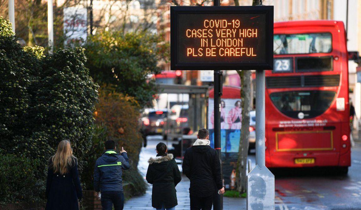 Una nueva cepa de coronavirus ha provocado alarma en Gran Bretaña
