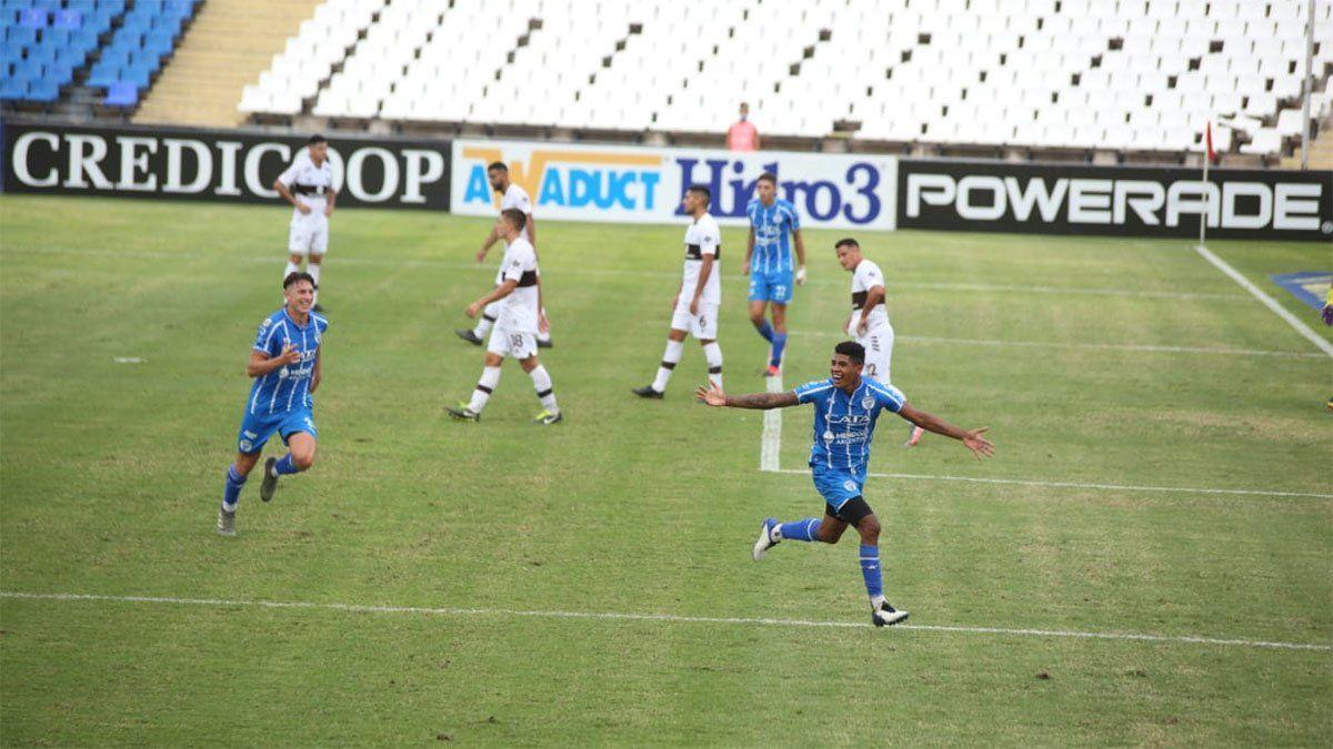 Wilder Cartagena logró de cabeza desnivelar el resultado a favor de Godoy Cruz. (Fotos Fernando Martinez/UNO).