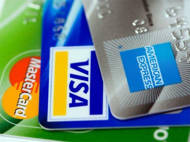 Aumentan al 20% el recargo por compras en el exterior y lo extienden a paquetes turísticos