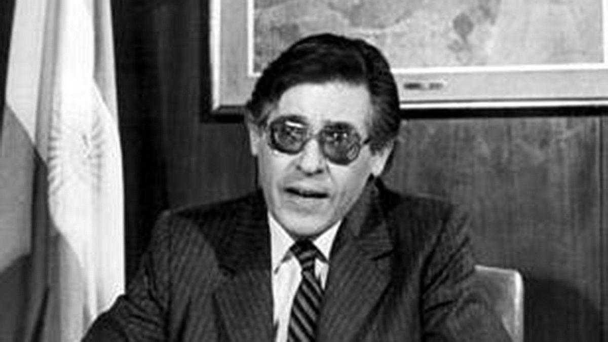 El ex ministro de Economía Juan Vital Sourrouille durante el anuncio por cadena nacional el lanzamiento del Plan Austral.