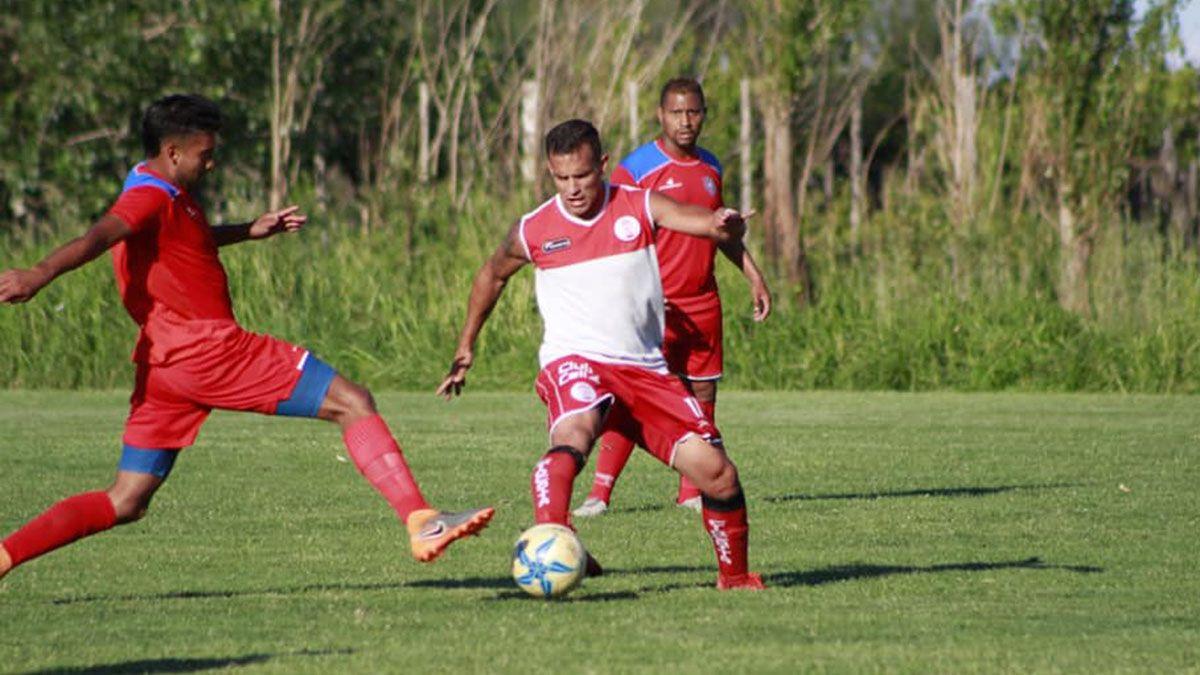 Emmanuel García vuelve luego de cumplir la suspensión.