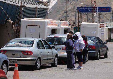 Advirtieron que el paro de aduaneros demorará el cruce a Chile