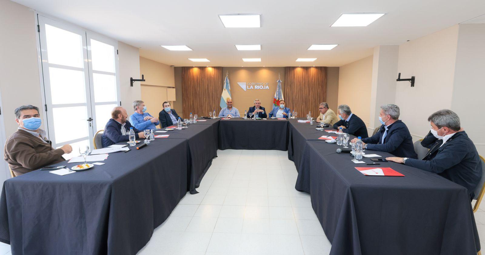 Alberto Fernández reunido con gobernadores del PJ en La Rioja.