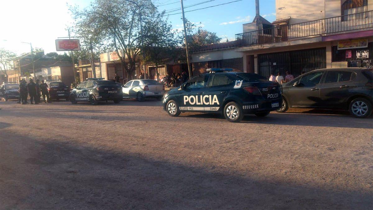 Tres autos fueron secuestrados por falta de documentación y también encontraron una moto denunciada por robo