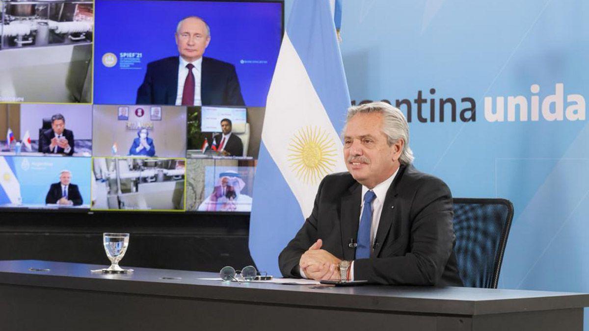 El presidente Alberto Fernández hizo el anuncio junto a su par ruso Vladimir Putin. El domingo parte el avión desde Moscú con el componente que permitirá producir la Sputnik V en un laboratorio de la Argentina.