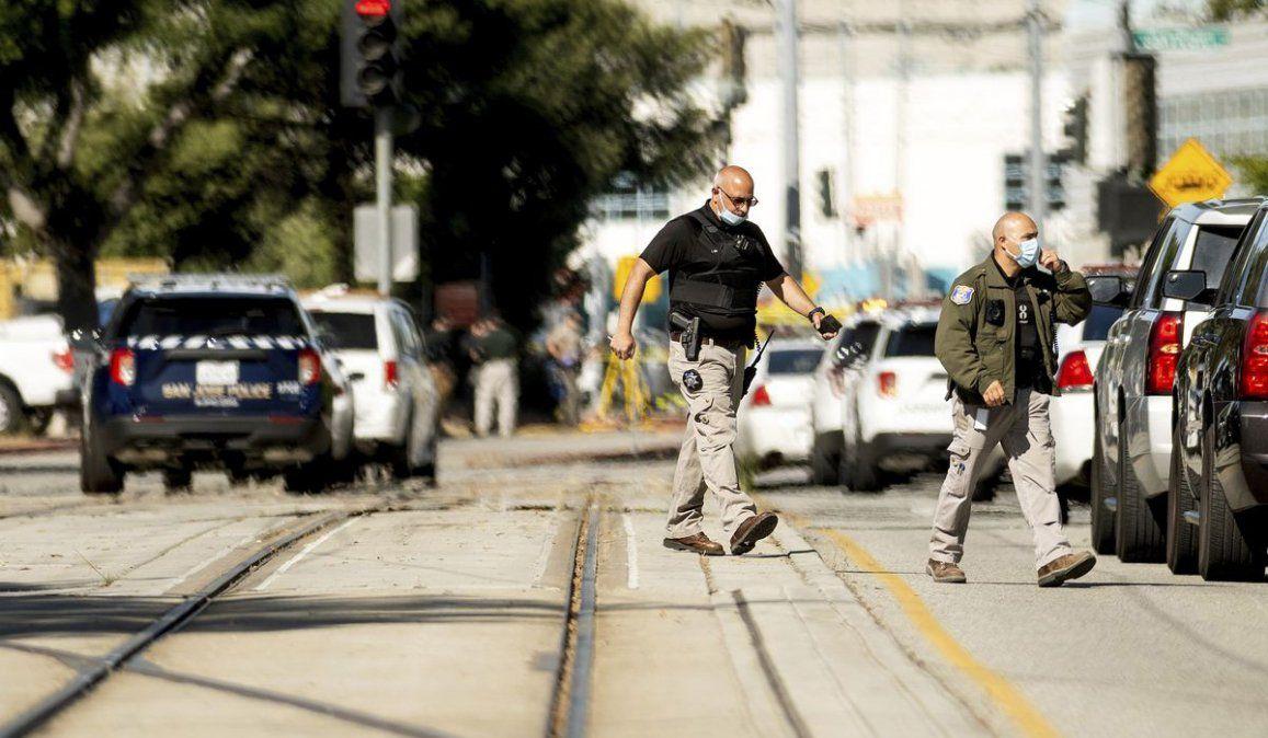 El ataque a tiros se prodejo en medio de una reunión sindical en una instalación del tren ligero de la ciudad de San José