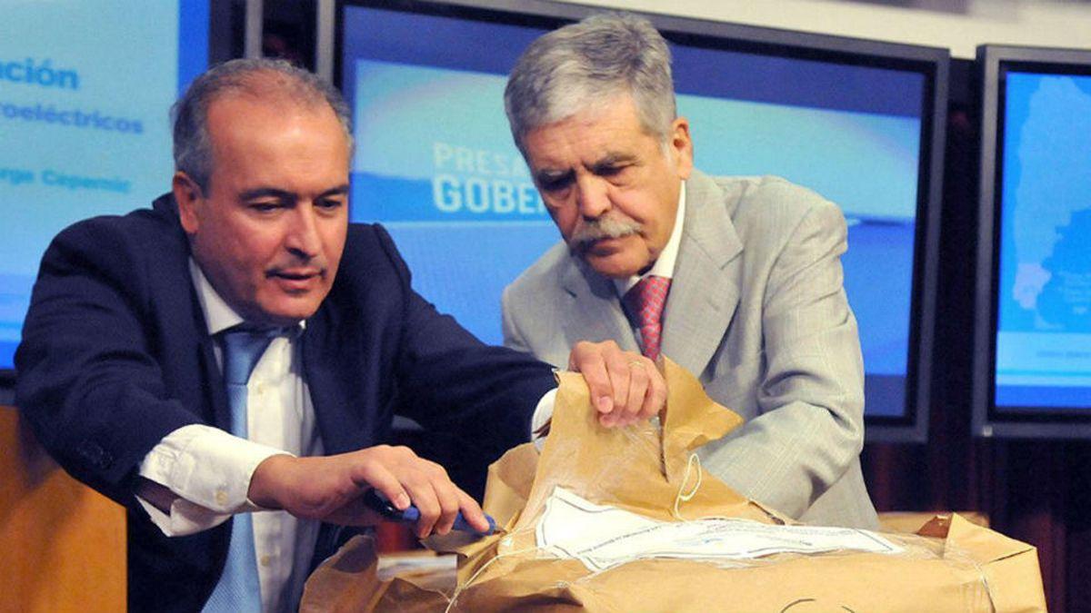 José Lopez y Julio De Vido. Acusados de corrupción. Piden citar a casi 700 testigos.