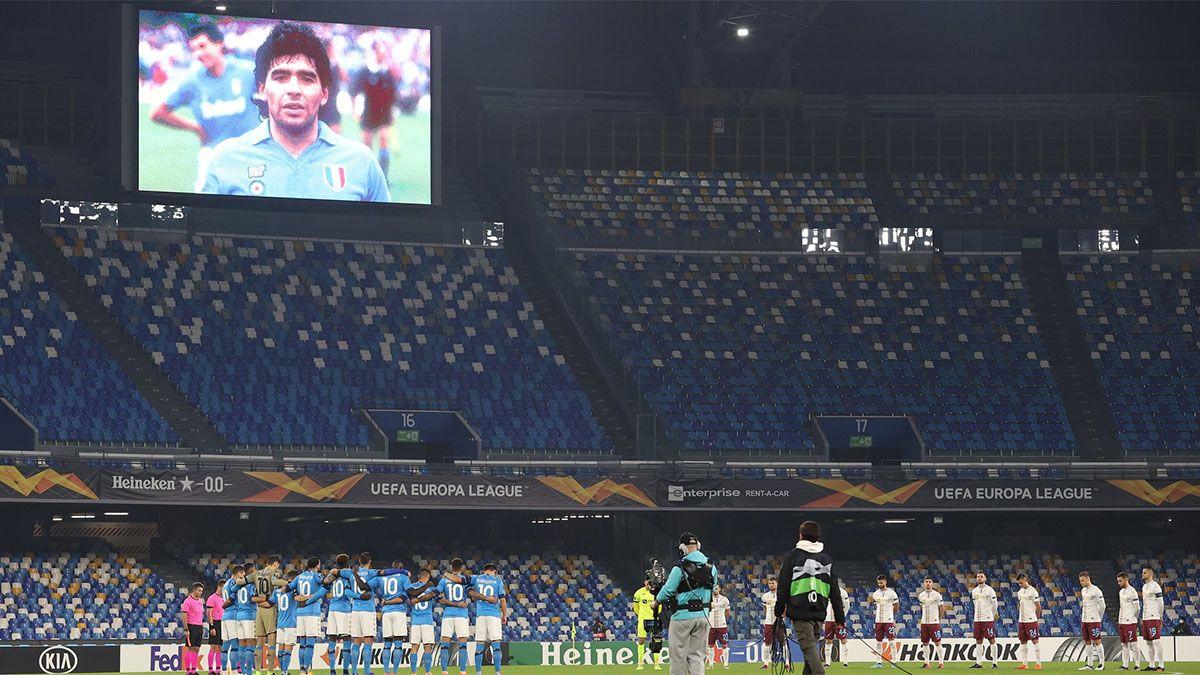 Napoli le brindó un cálido tributo a Maradona