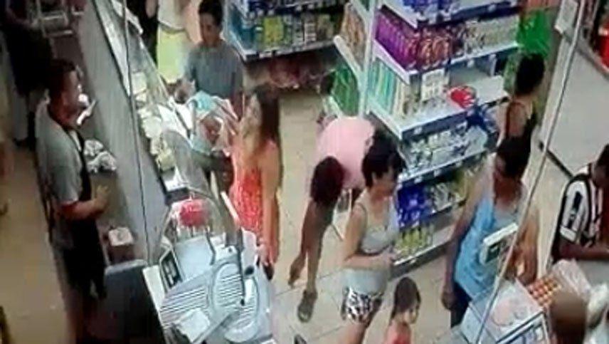 Escracharon a un hombre que con su celular miró la ropa interior de mujeres