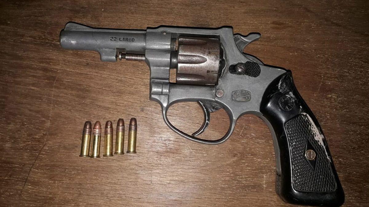 Una de las armas secuestradas en los operativos realizados en el Gran Mendoza.