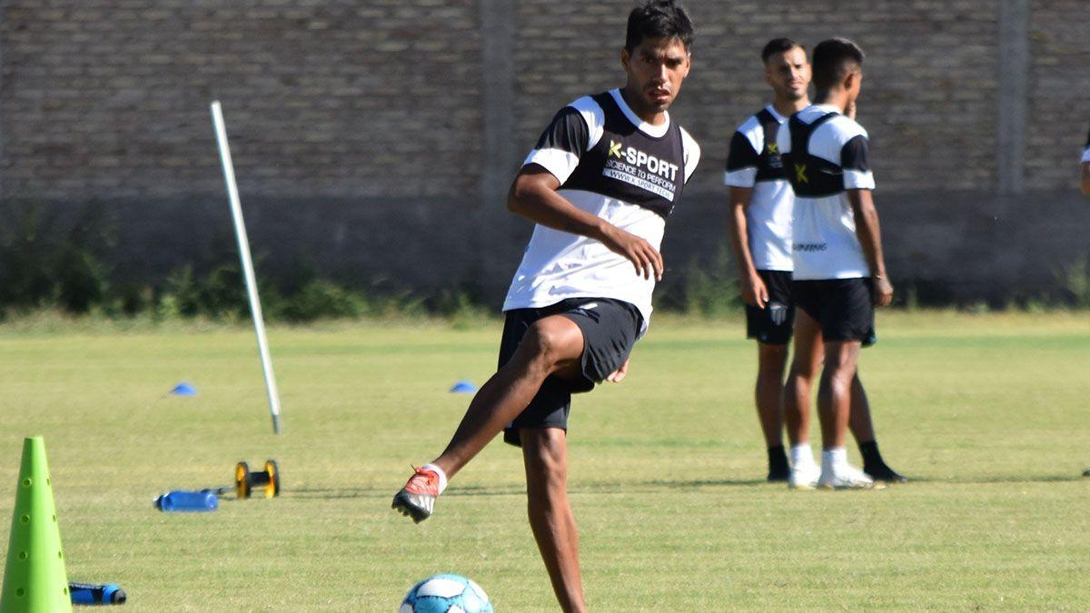 El defensor Lucas Carrizo espera con ansiedad el debut ante Agropecuario.