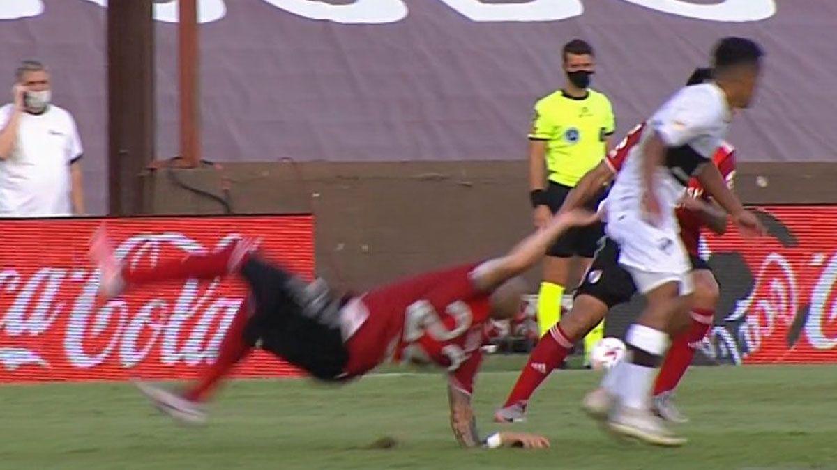 La espantosa lesión de Javier Pinola