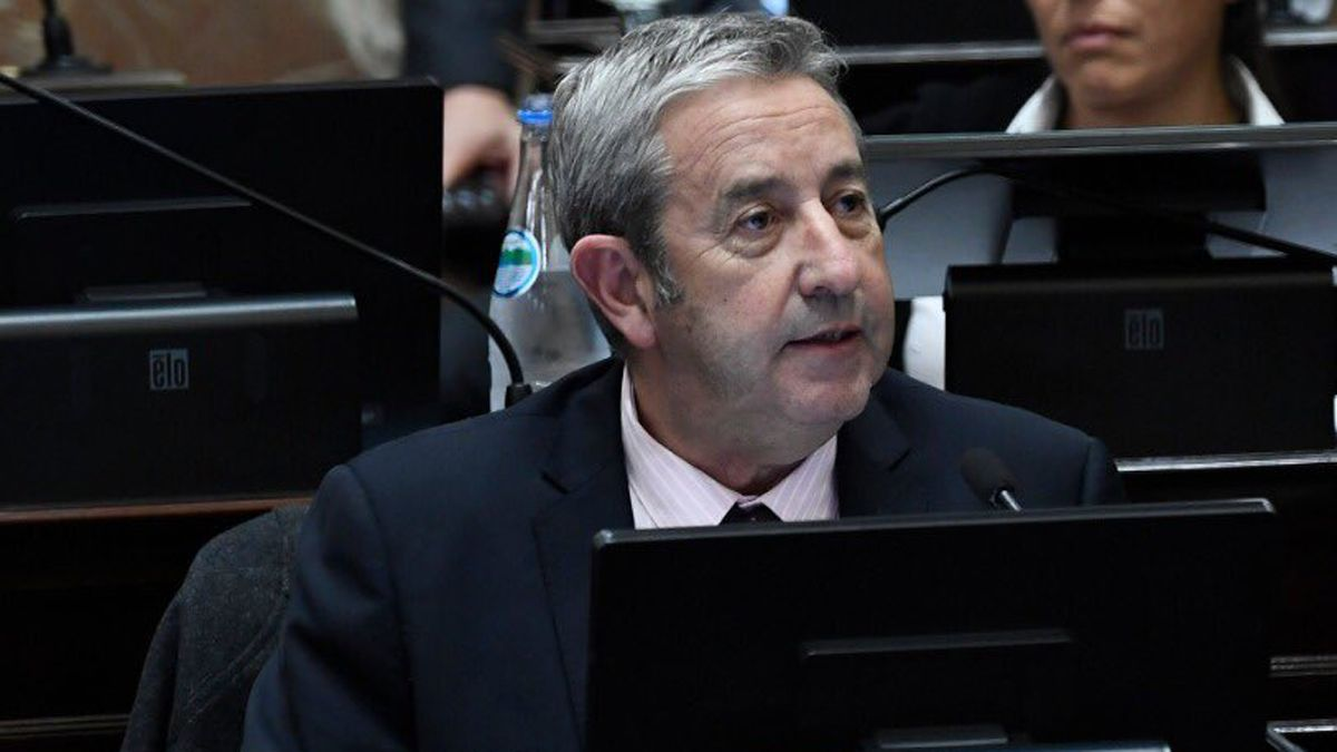Julio Cobos también cuestionó a Mauricio Macri por sus contradicciones.
