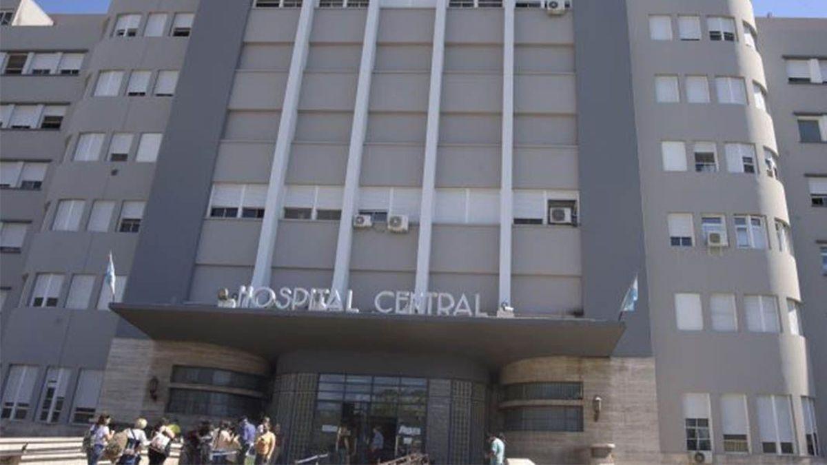Mujer atacada a machetazos en Las Heras está grave en el Central