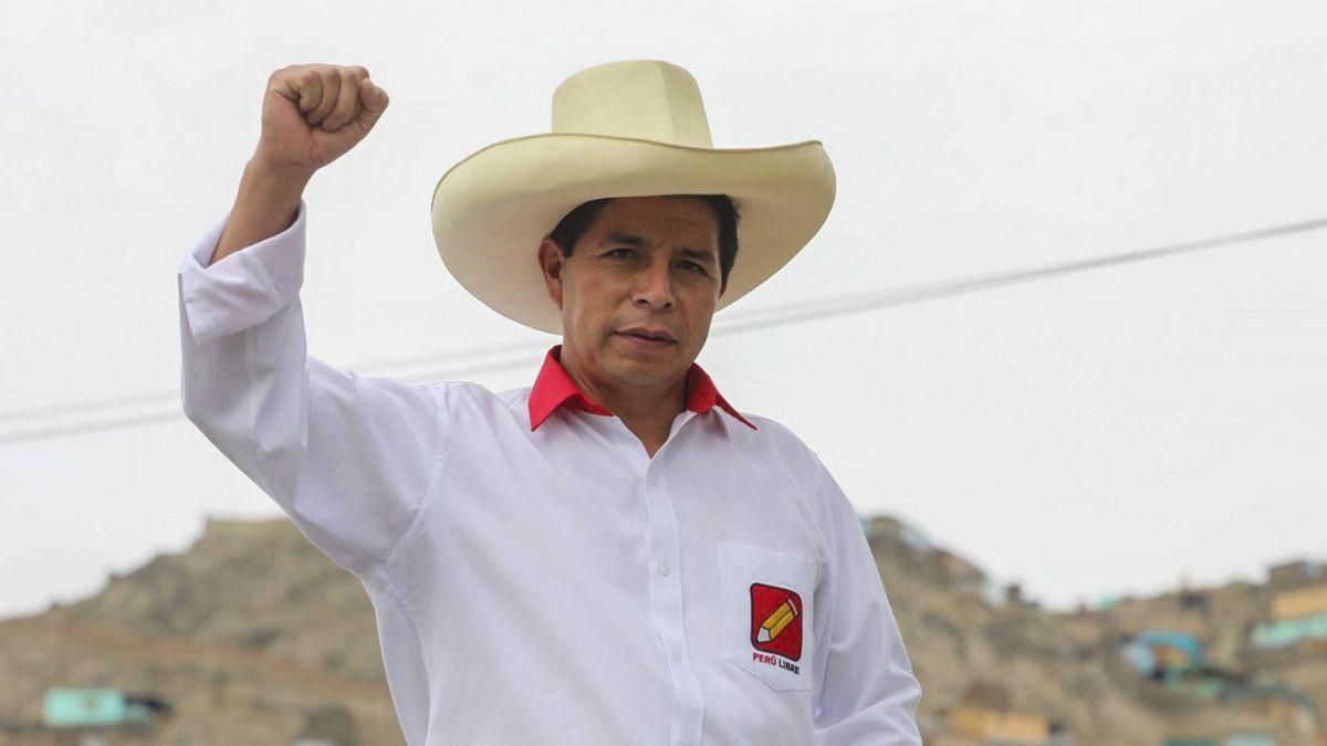 Pedro Castillo, del partido de izquierda Perú Libre (PL), asume en fecha coincidente con el bicentenario de la Independencia de Perú.