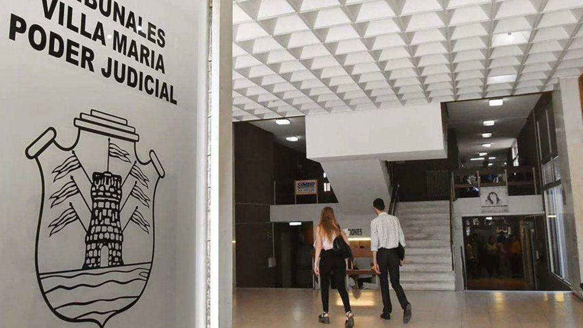 La Justicia Civil de Villa María autorizó a un niño a cambiarse el apellido de su padre que fue condenado por femicidio.