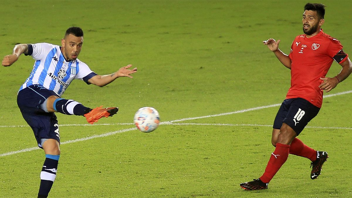 Racing le ganó sobre la hora a Independiente en un partido polémico