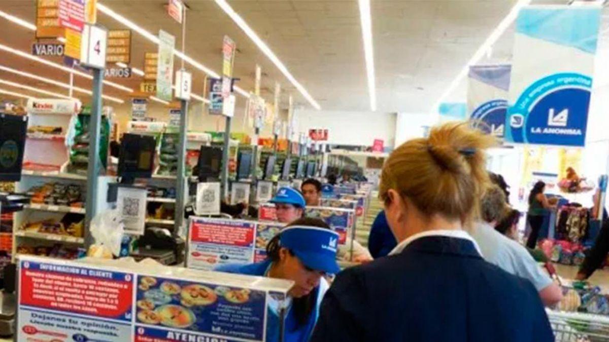 El supermercado La Anónima debe pagarle 2 millones a un cliente.