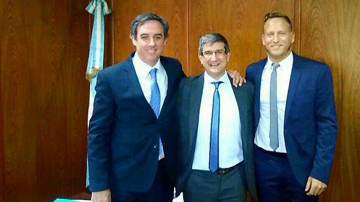 Alejo Amuchastegui junto a dos funcionarios de la Defensoría Oficial Federal de Mendoza.