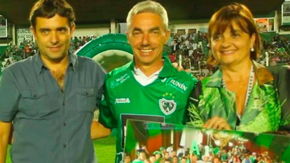 Sarmiento de Junín despidió con dolor a Mario Meoni