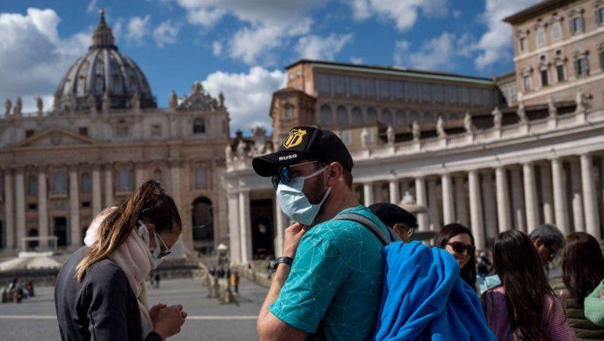 Italia vuelve al confinamiento y en París analizan seguir ese camino