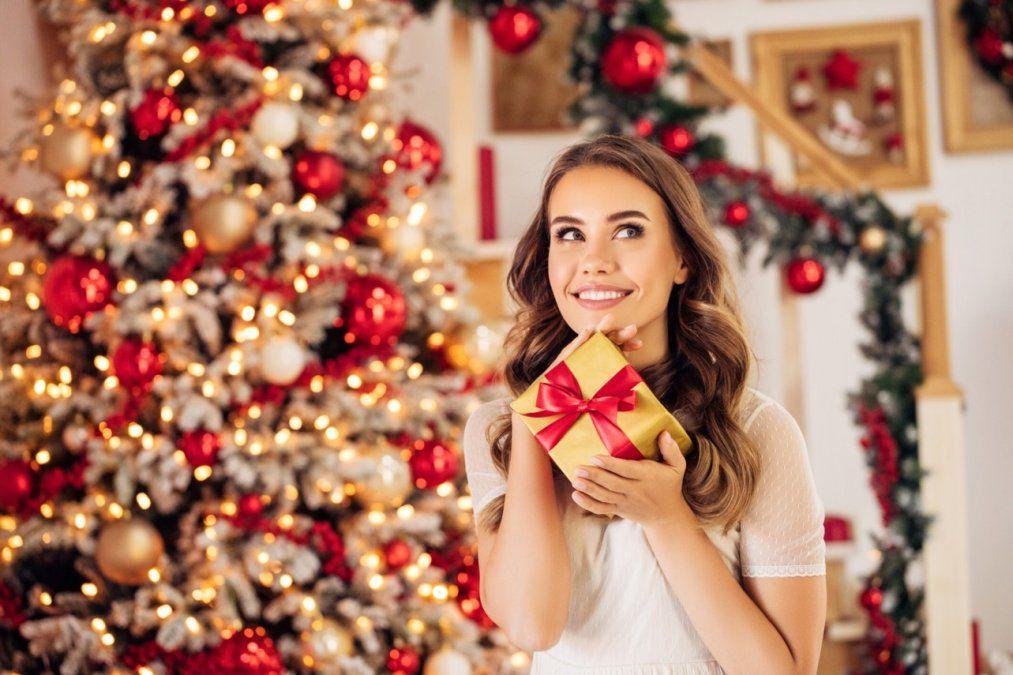 Qué regalarle a una mujer en Navidad según su signo del zodiaco
