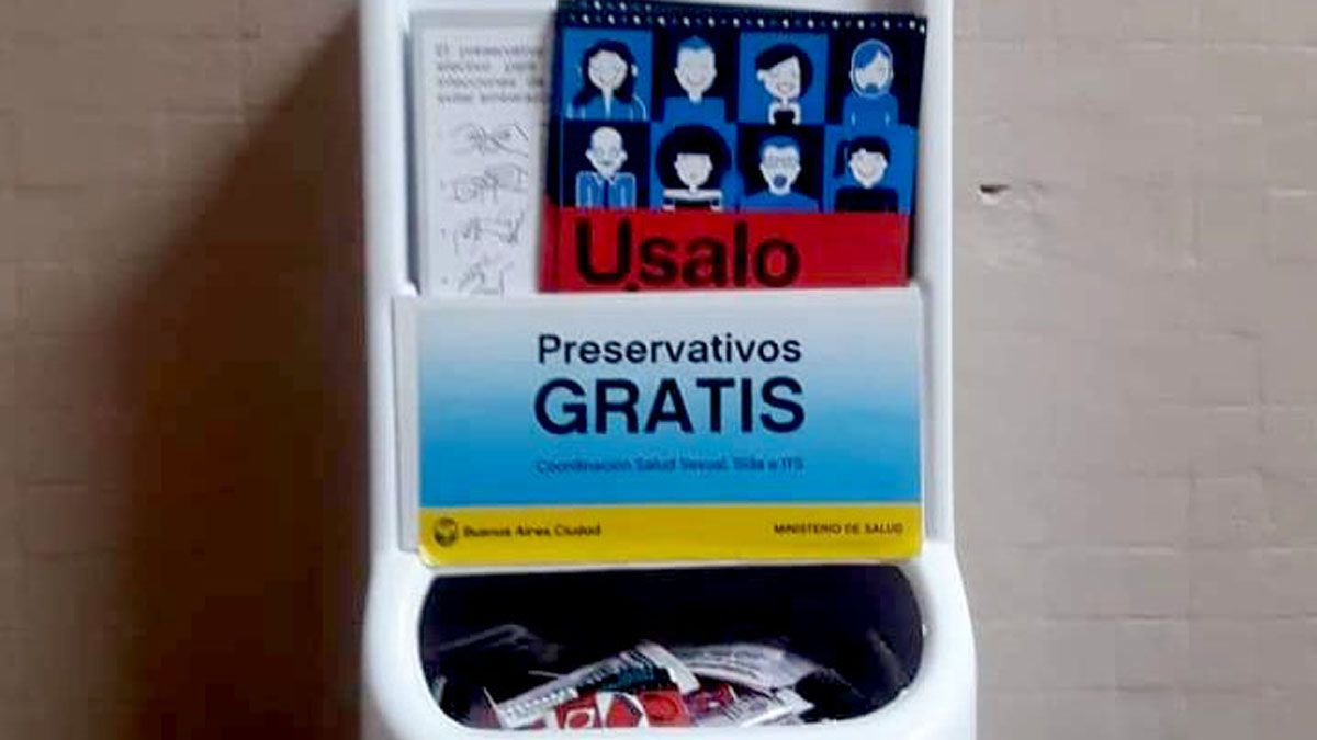 Avanza el debate para entregar preservativos gratis en la secundaria