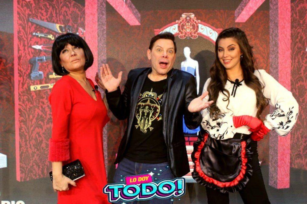 Gabriel Canci flanqueado por Jessica Lazo y Jessica Torrijos.