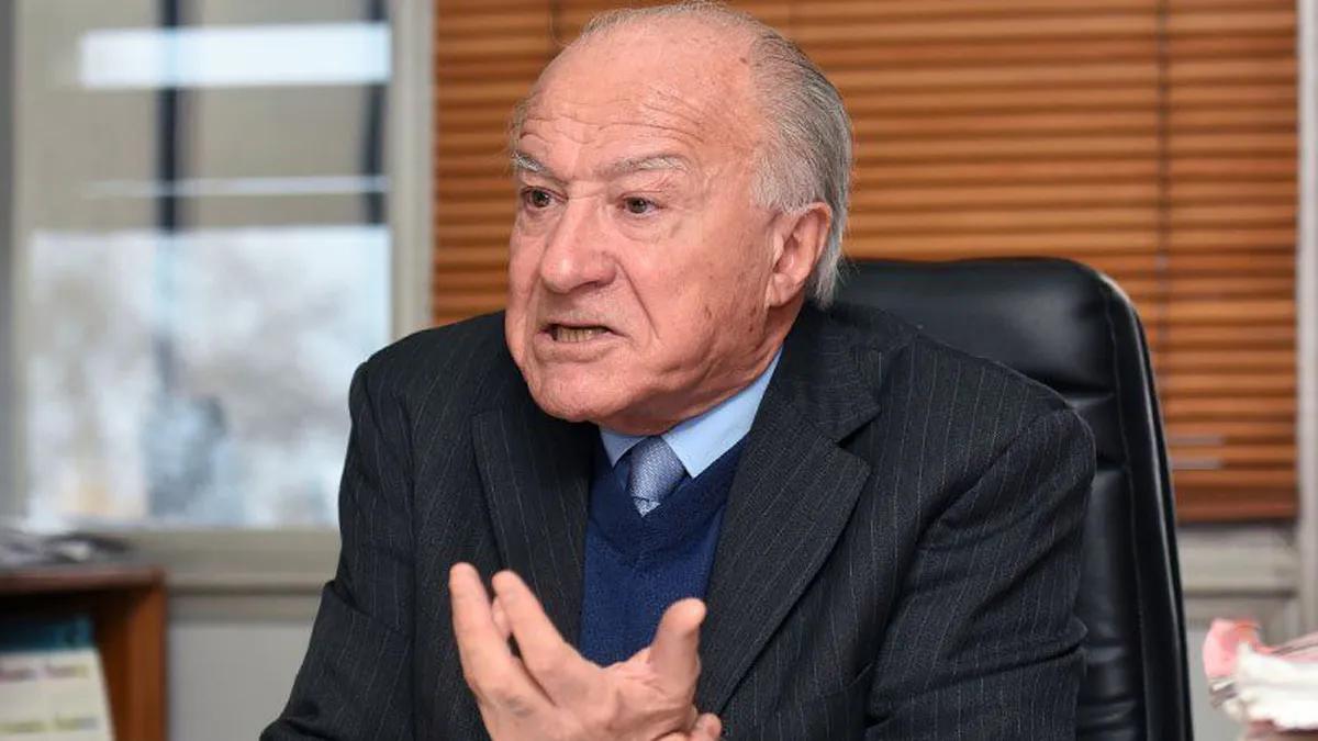 El juez Sánchez Rey cuando recibió a UNO en 2018 en su despacho; ahora será sometido a juicio político.