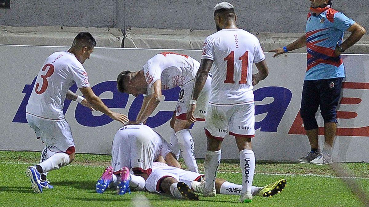 Huracán Las Heras venció a Arsenal y pasó de ronda en la Copa Argentina. (Fotobaires).