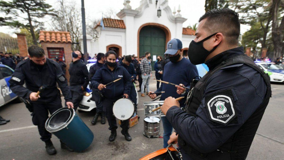 Rebelión policial. Desafectaron a 400 policías que amenazaron la Residencia de Olivos.