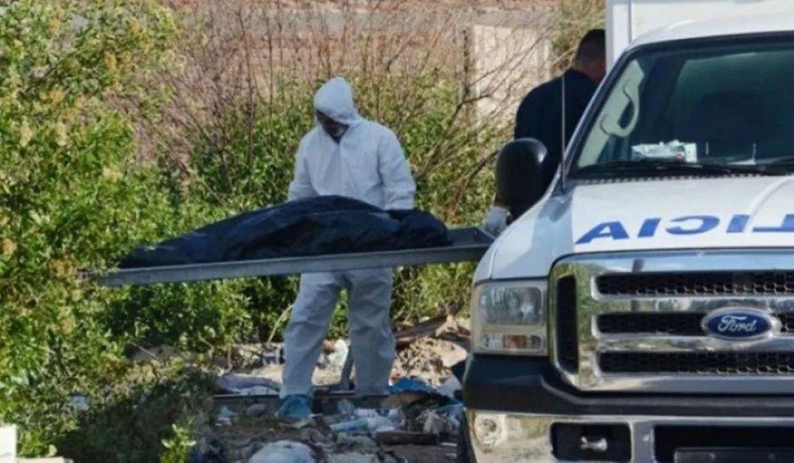 El momento en el que la Policía retiraba los cuerpos de las mujeres asesinadas. El escalofriante perfil de Facebook del presunto femicida adorador de San La Muerte