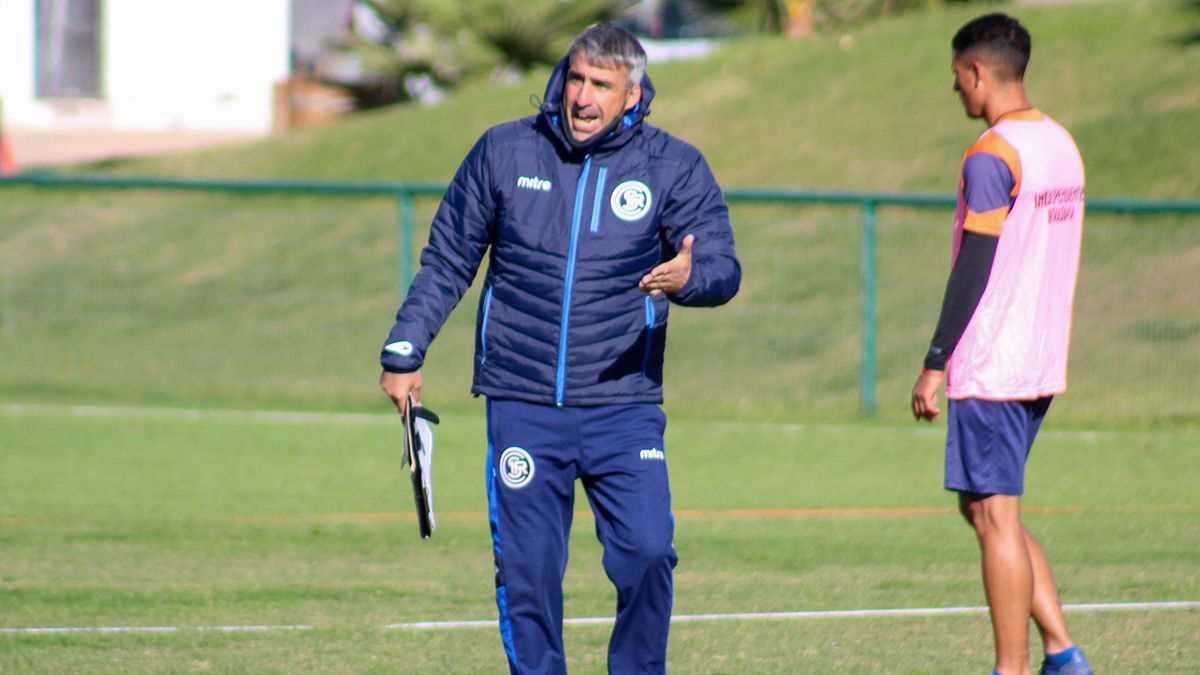 Gabriel Gómez hará cindo cambios para visitar este sábado a Tristán Suárez.