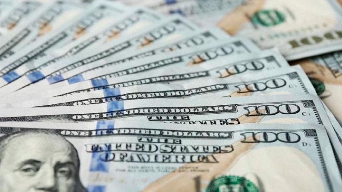 El dólar blue empezó la semana 5 pesos más caro