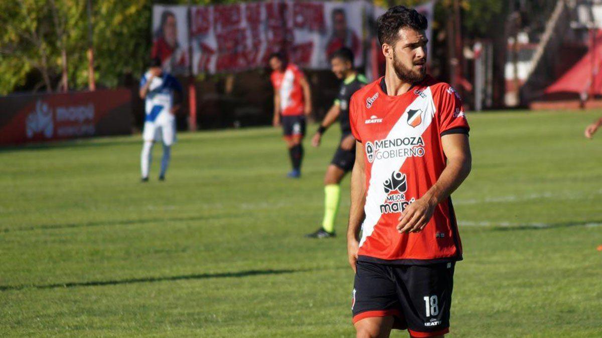 El delantero Facundo Castelli será titular en Caseros ante Estudiantes.