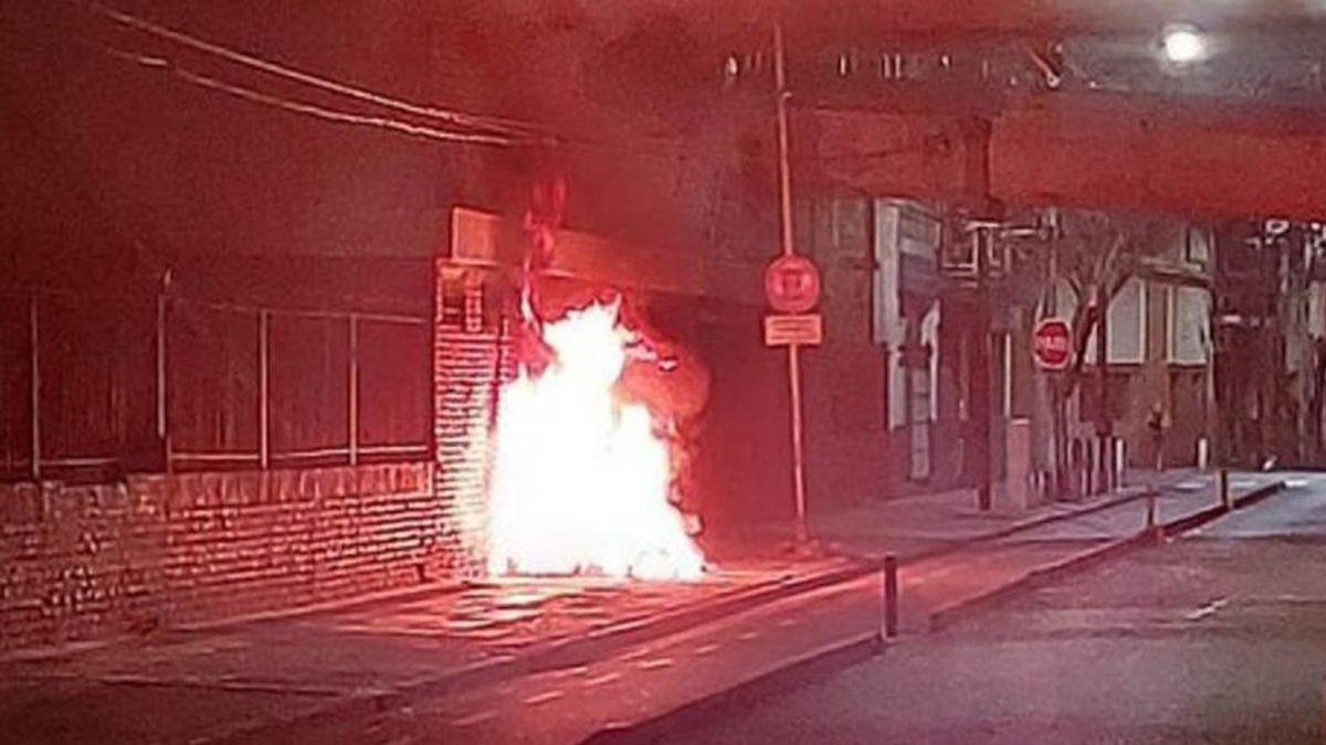 Detuvieron al sospechoso de prender fuego a una mujer.